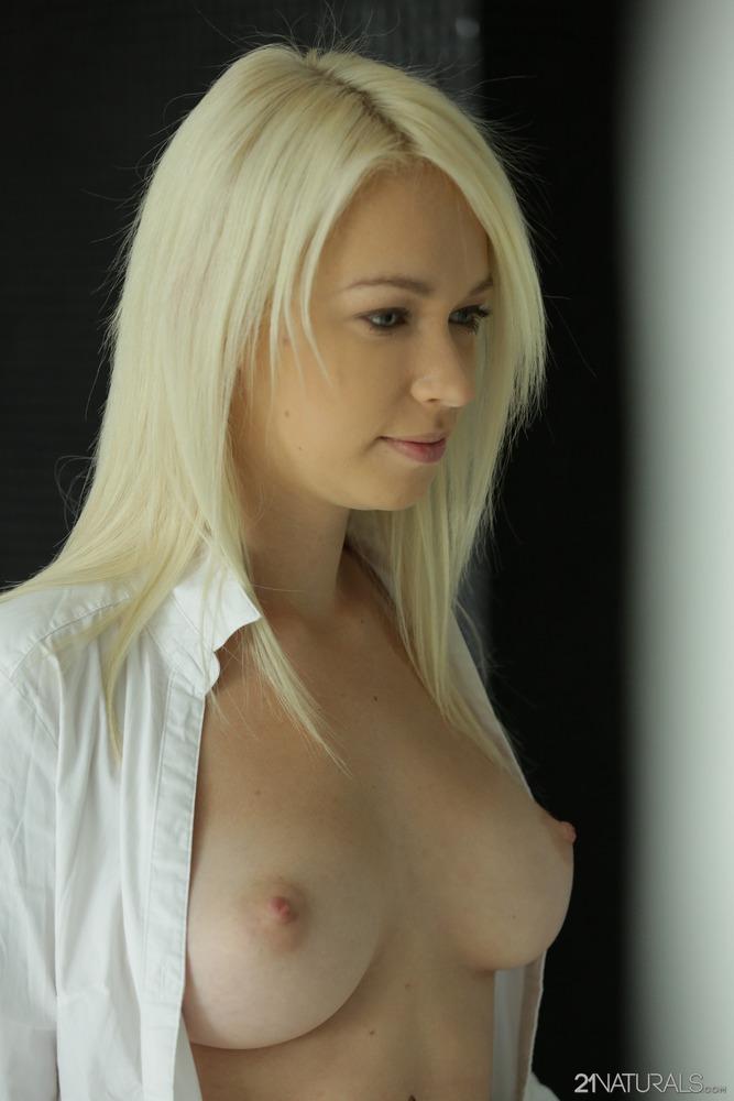 http://content9.novostrong.com/21sextury.com/1347/01.jpg