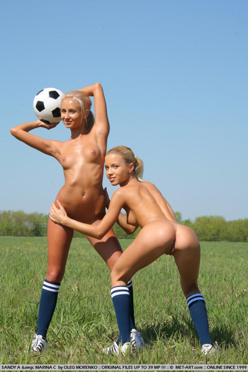 golie-devushki-v-futbol